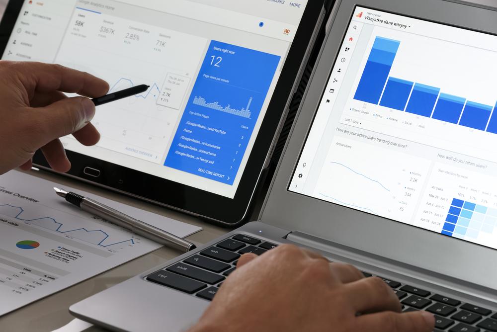 Razlaga Google Data Studia naročniku, sodelavceu ali pa nadrejenemu.