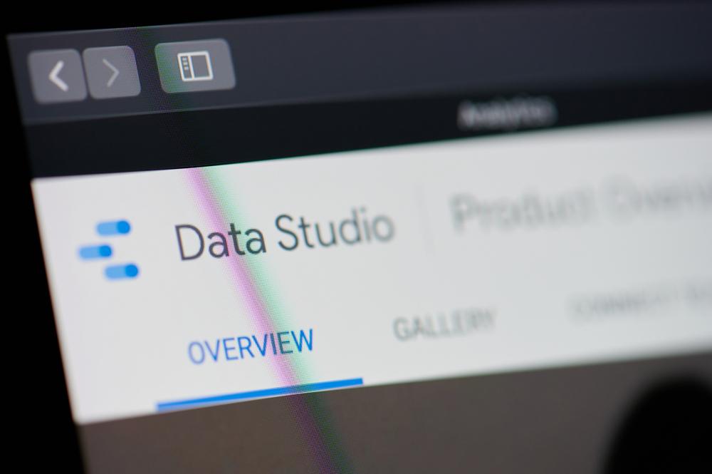 Google Data Studio poročilo za lažje sledenje vaši spletni strani.